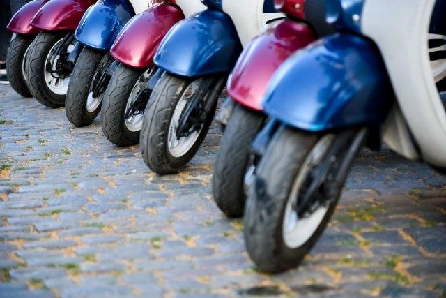 Un neumático de moto a medio usar evacúa un 50% menos de agua - 1, Foto 1