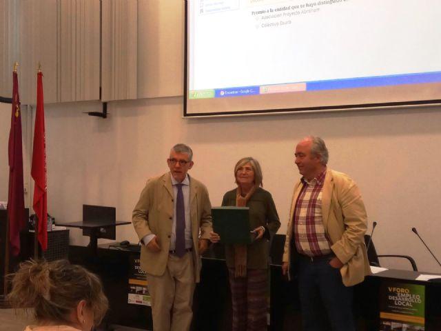La técnico de Empleo y Desarrollo Local del Ayuntamiento de Totana, Isabel Morera, recibe el Premio Mejor Técnico de Desarrollo Local de este año, Foto 4
