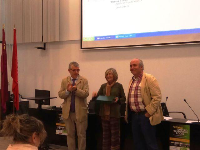 La técnico de Empleo y Desarrollo Local del Ayuntamiento de Totana, Isabel Morera, recibe el Premio Mejor Técnico de Desarrollo Local de este año, Foto 5