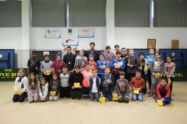 Más de 50 niños muestran su destreza sobre el tablero en la fase local de ajedrez de Deporte Escolar, Foto 1