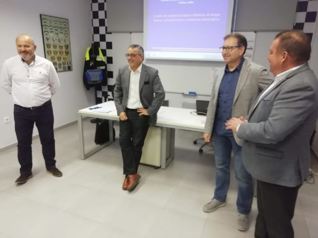 The Autonomous Community trains 35 local policemen from Totana, Alhama, Mazarr�n and Águilas in drug detection in drivers, Foto 2