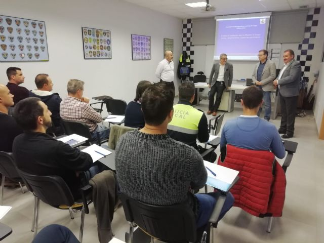 The Autonomous Community trains 35 local policemen from Totana, Alhama, Mazarr�n and Águilas in drug detection in drivers, Foto 3