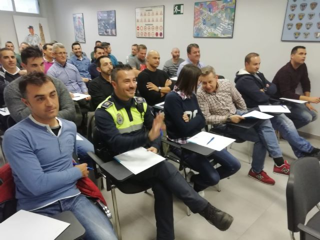 The Autonomous Community trains 35 local policemen from Totana, Alhama, Mazarr�n and Águilas in drug detection in drivers, Foto 6