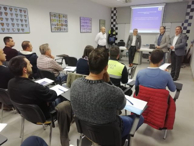 The Autonomous Community trains 35 local policemen from Totana, Alhama, Mazarr�n and Águilas in drug detection in drivers, Foto 7