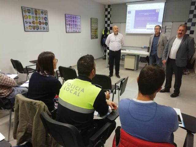 The Autonomous Community trains 35 local policemen from Totana, Alhama, Mazarr�n and Águilas in drug detection in drivers, Foto 8