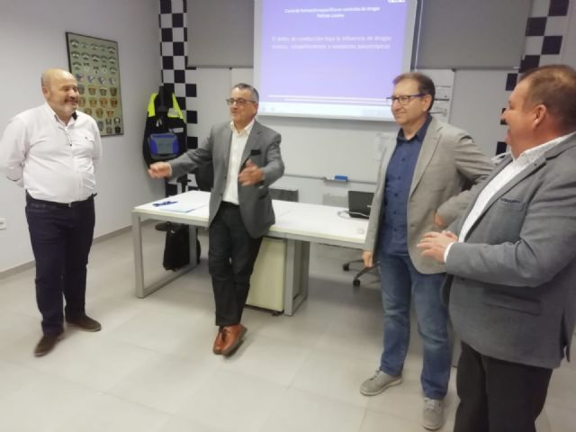 The Autonomous Community trains 35 local policemen from Totana, Alhama, Mazarr�n and Águilas in drug detection in drivers, Foto 9