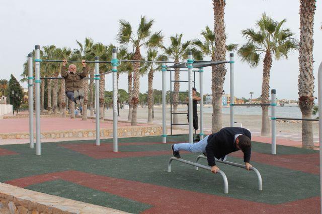 La Playa de Las Palmeras se convierte en un gimnasio al aire libre - 1, Foto 1