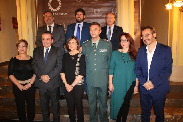 L�pez Miras clausura el acto de entrega de los premios Laureles de Murcia, Foto 2