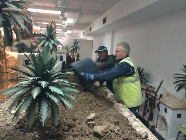 Operarios municipales trabajan ya en la construcción del nuevo Belén municipal 2016, Foto 2