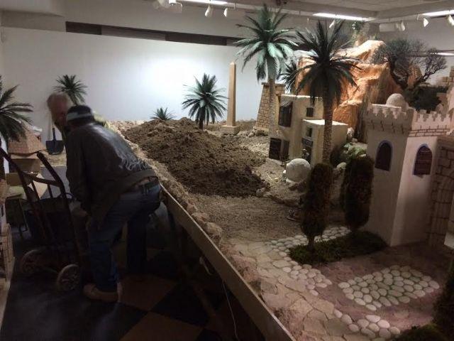 Operarios municipales trabajan ya en la construcción del nuevo Belén municipal 2016, Foto 6