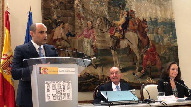 El profesor de la UMU Jerónimo Molina recibe el Premio Díez del Corral 2017 por su tesis doctoral - 1, Foto 1