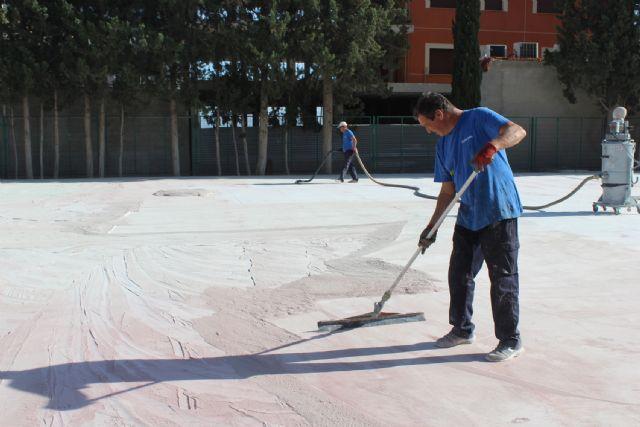 La Comunidad Autónoma remodela la pista polideportiva del colegio Juan Antonio López Alcaraz - 1, Foto 1
