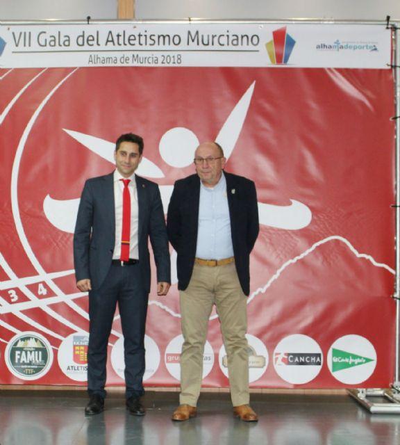 Fulgencio Gallego es reconocido por su trayectoria en la VII gala del atletismo murciano, Foto 1
