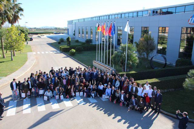 Estudiantes de Alhama comparten su vocación con el ministro Pedro Duque, Foto 1