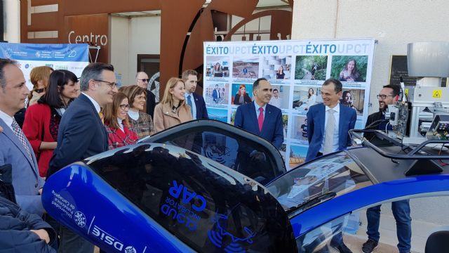 Estudiantes de Alhama comparten su vocación con el ministro Pedro Duque, Foto 4