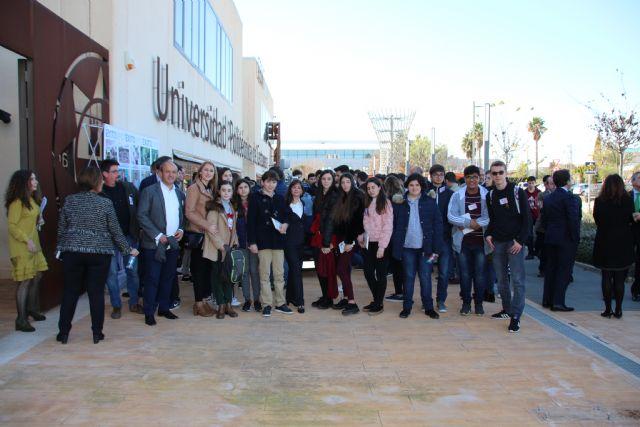 Estudiantes de Alhama comparten su vocación con el ministro Pedro Duque, Foto 5