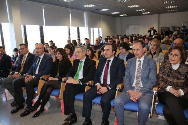 Estudiantes de Alhama comparten su vocación con el ministro Pedro Duque, Foto 6