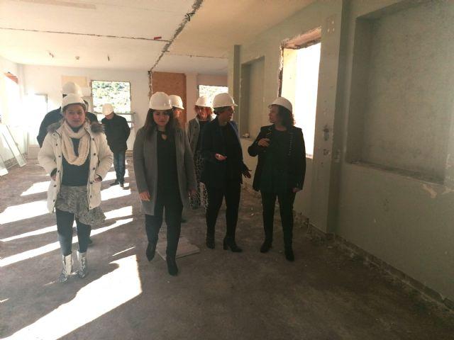 La consejera Esperanza Moreno visita el edificio Lazareto, Foto 1