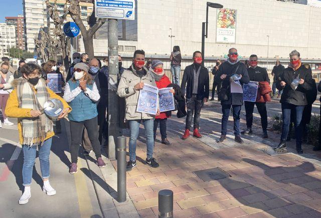 Los hosteleros se concentran ante San Esteban para denunciar el maltrato al sector - 1, Foto 1