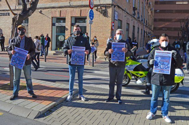 Los hosteleros se concentran ante San Esteban para denunciar el maltrato al sector - 2, Foto 2