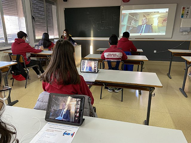 Miquel Roca, participa en el proyecto educativo: Tengo una pregunta para usted - 2, Foto 2