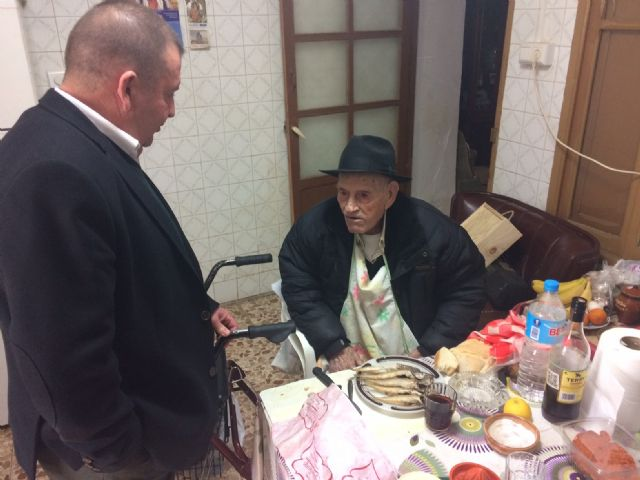 "The mayor congratulates the ""Tío Juan Rita"", the oldest neighbor of Totana, on the occasion of his 106th birthday, Foto 2"