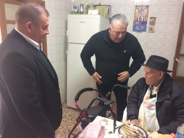 "The mayor congratulates the ""Tío Juan Rita"", the oldest neighbor of Totana, on the occasion of his 106th birthday, Foto 3"