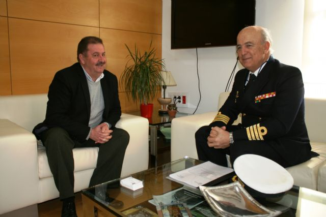 The mayor has an institutional meeting with the Delegate of Defense in the Region of Murcia, the captain of the ship, José Ignacio Martí Scharfhausen - 1