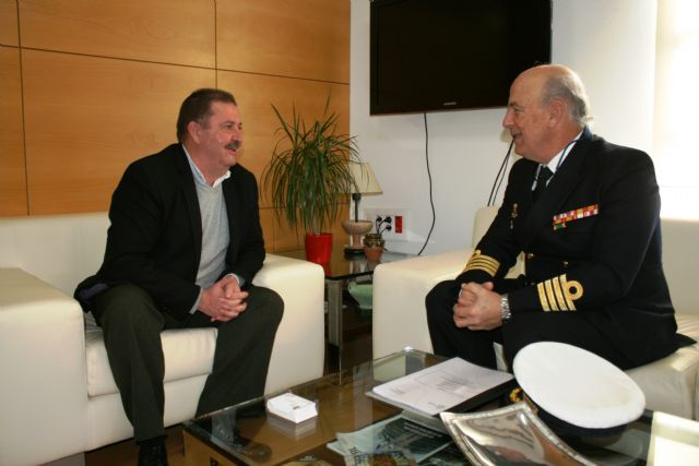 The mayor has an institutional meeting with the Delegate of Defense in the Region of Murcia, the captain of the ship, José Ignacio Martí Scharfhausen - 2