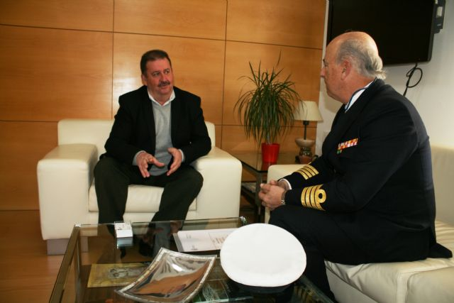 The mayor has an institutional meeting with the Delegate of Defense in the Region of Murcia, the captain of the ship, José Ignacio Martí Scharfhausen - 3
