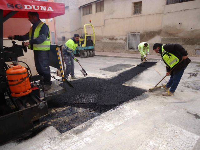 Completion of the renovation works of the network and sewage connections in the Callejón de la Calle Valle del Guadalentín and the Extremadura road