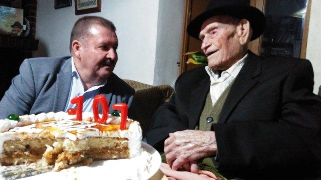 El alcalde felicita al Tío Juan Rita, el vecino más longevo de Totana e Hijo Adoptivo de la Ciudad, con motivo de su 107 cumpleaños - 1, Foto 1