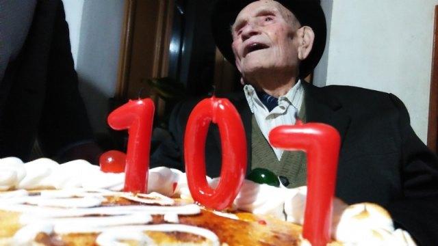 El alcalde felicita al Tío Juan Rita, el vecino más longevo de Totana e Hijo Adoptivo de la Ciudad, con motivo de su 107 cumpleaños - 2, Foto 2