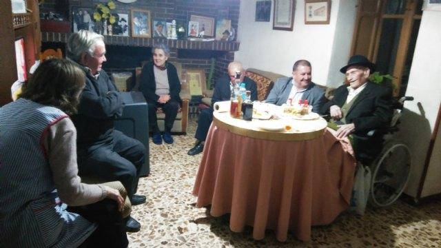 El alcalde felicita al Tío Juan Rita, el vecino más longevo de Totana e Hijo Adoptivo de la Ciudad, con motivo de su 107 cumpleaños - 4, Foto 4