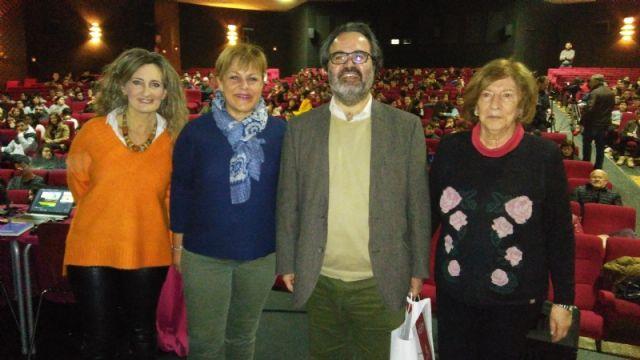 Más de 600 alumnos de cinco institutos de Totana y Alhama participan en la conferencia sobre edición genética del profesor Lluís Montoliú, organizada por la Consejería de Educación y el Centro de Estudios Médicos