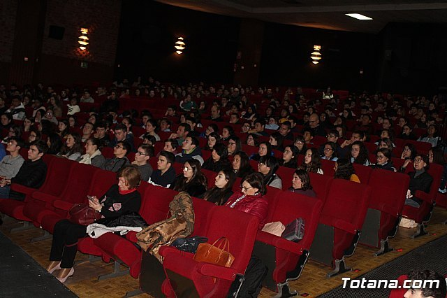 More than 600 students from five institutes of Totana and Alhama participate in the conference on genetic editing of Professor Lluís Montoliú, Foto 2