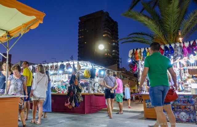 Se abre el plazo de presentación de solicitudes para mantener los puestos de venta ambulantes del mercadillo de Plaza Bohemia - 1, Foto 1