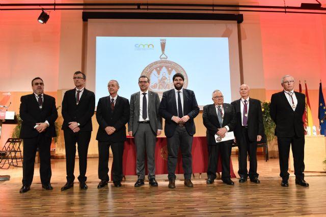 La UMU entrega su máxima distinción a cinco exrectores y reconoce con la Medalla de Honor a la Fundación ONCE - 2, Foto 2