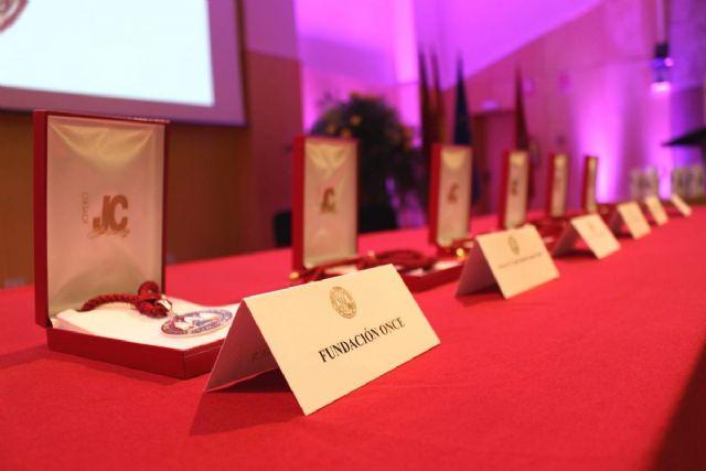 El Ayuntamiento felicita a los condecorados con la Medalla de Oro de la Universidad de Murcia - 1, Foto 1