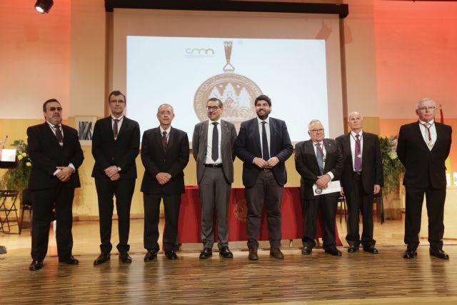López Miras preside el acto de entrega de Medallas de Oro de la UMU, Foto 1
