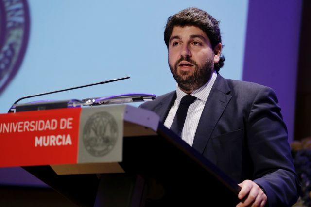 López Miras preside el acto de entrega de Medallas de Oro de la UMU, Foto 2