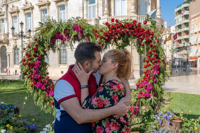 El ´photocall´ de San Valentín recibe a sus primeros ´enamorados´ - 1, Foto 1
