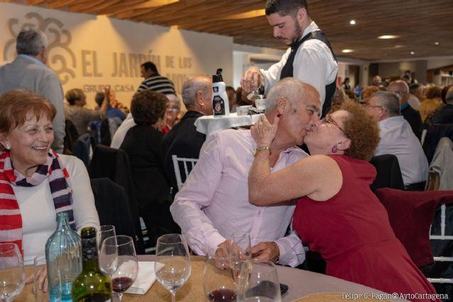 Los mayores del municipio celebran San Valentín con una comida y un Baile de Enamorados - 1, Foto 1