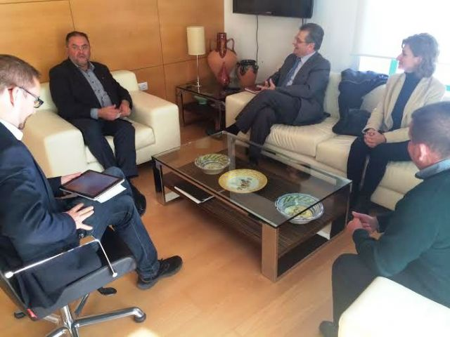 The government team meets with the College of Architects of Murcia, Foto 2