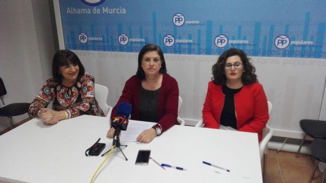 Rueda de prensa del PP de Alhama sobre los presuspuestos 2016, Foto 1