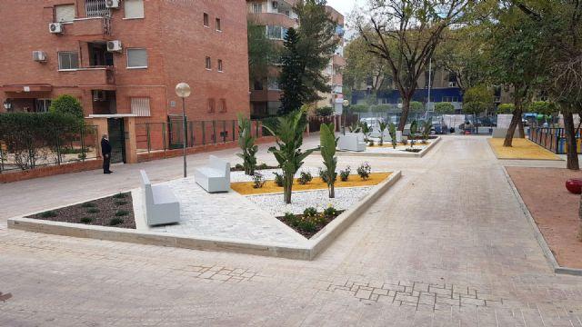 Desempleados inscritos en el SEF reforman por completo la Plaza de la Enseñanza en el Infante - 2, Foto 2