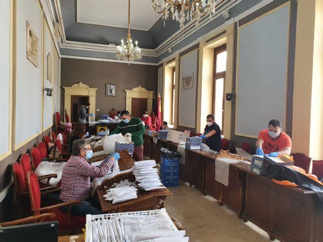 El Ayuntamiento de Cieza comienza el reparto de mascarillas solidarias - 1, Foto 1