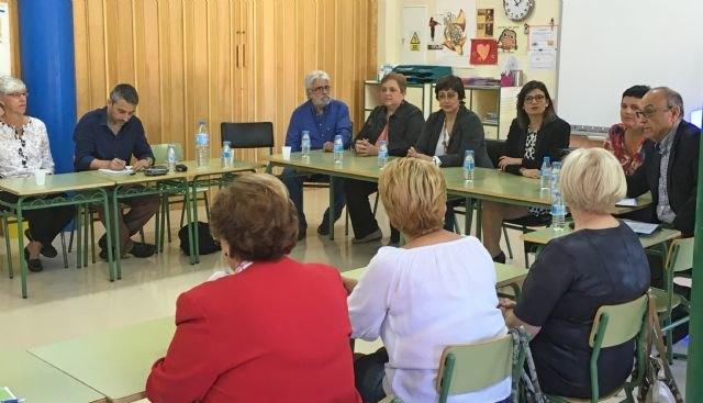 Educación impulsa en Santomera un nuevo proyecto pionero intergeneracional basado en el apoyo de personas mayores en las aulas - 1, Foto 1