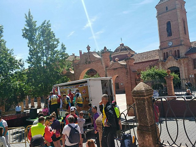 Miembros del Club Atletismo Totana colaboraron y participaron en la XXII Subida a La Santa, Foto 1