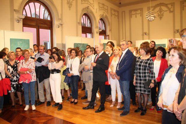 Perla Fuertes inaugura su exposición ´Caja de agua II´ en el Real Casino de Murcia, Foto 1